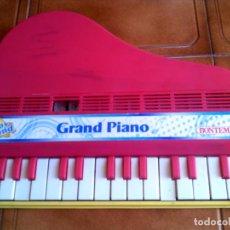 Juguetes antiguos y Juegos de colección: PIANO GRAND PIANO TOY BAND DE BOTEMPI AÑOS 70 FUNCIONA BIEN MADE IN ITALIA. Lote 148763798
