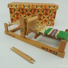 Juguetes antiguos y Juegos de colección: ANTIGUA MAQUINA DE TEJER INFANTIL MADERA CAJA ORIGINAL . Lote 150588422
