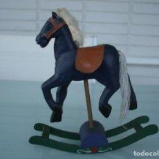 Juguetes antiguos y Juegos de colección: ANTIGUO CABALLO BALANCIN DE MADERA TALLADO PINTADO A MANO – JUGUETE DECORACION INFANTIL ALTURA 22 CM. Lote 151527586