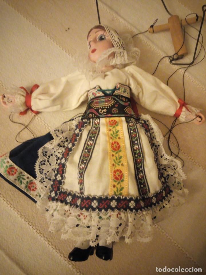 Juguetes antiguos y Juegos de colección: Bonita marioneta regional suiza,madera y pastas ,pintada a mano. - Foto 8 - 151596810