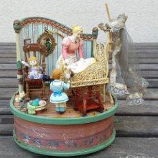 Juguetes antiguos y Juegos de colección: CAJA MUSICAL A CUERDA 1991 ENESCO - BRAHMS LULLABY - FABRICADA EN CHINA. Lote 151848850
