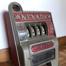 Juguetes antiguos y Juegos de colección: MAQUINA RECREATIVA TRAGA PERRAS. Lote 152153737
