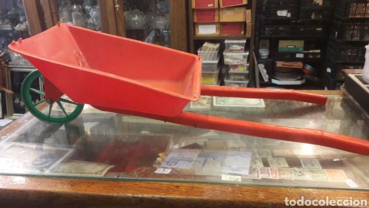 Juguetes antiguos y Juegos de colección: Juguete carretilla años 70 plastico vintage - Foto 2 - 152403998