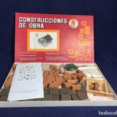 Juguetes antiguos y Juegos de colección: CONSTRUCCIONES DE OBRA JUEGO EDUCATIVO EUROJOC MOD 24 KIT A ESCALA INSTRUCCIONES 2 KGR AÑOS 50 . Lote 152435330