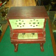 Juguetes antiguos y Juegos de colección: PIANO MADERA DE JUGUETE DE DENIA AÑOS 50. Lote 158778126