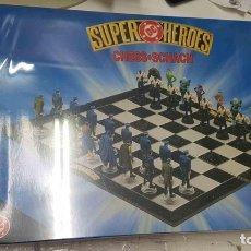 Juguetes antiguos y Juegos de colección: JUEGO DE AJEDREZ: SUPER HEROES DC, CHESS SCHACH. Lote 159518584