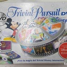 Juguetes antiguos y Juegos de colección: TRIVIAL PURSUIT DVD, DISNEY EDICION. 1800 PREGUNTAS EN TARJETAS Y MAS DE 300 EN DVD. Lote 159518701