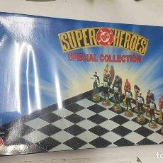 Juguetes antiguos y Juegos de colección: JUEGO DE AJEDREZ: SUPER HEROES DC SPECIAL COLLECTION. WARNER BROS. Lote 159518734