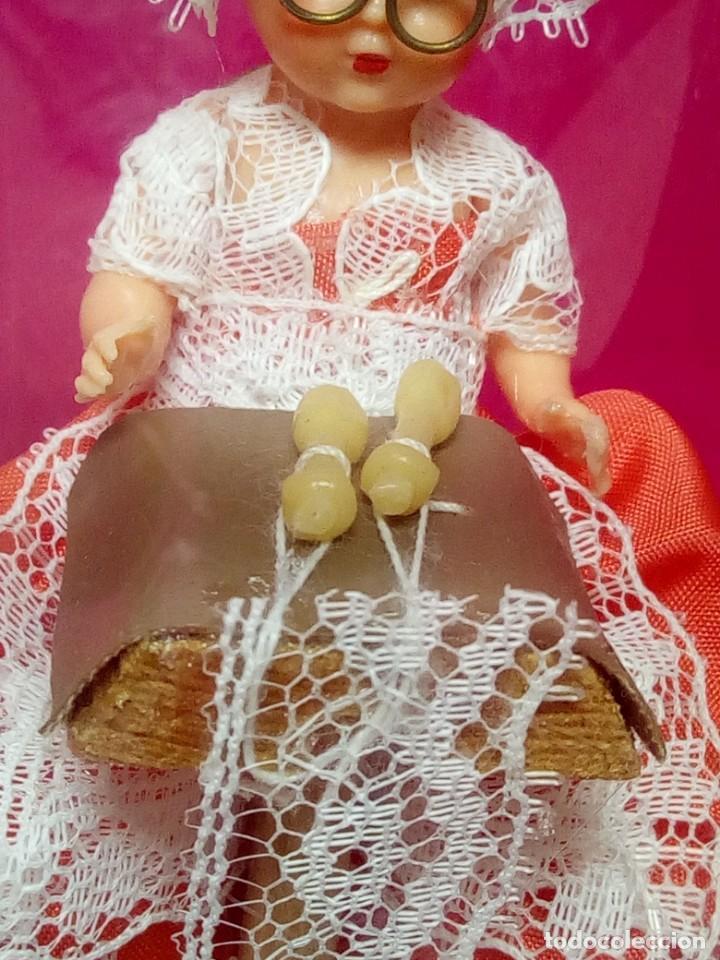 Juguetes antiguos y Juegos de colección: BONITA MUÑECA DE EPOCA COSTURERA BOLILLOS - Foto 2 - 159819370