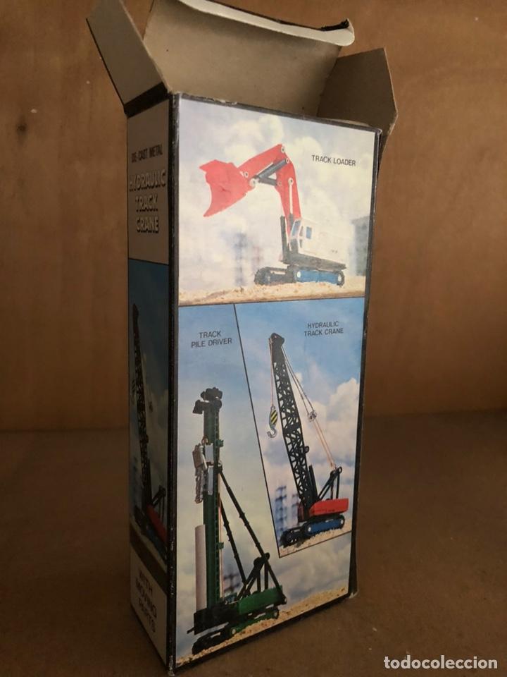 Juguetes antiguos y Juegos de colección: Grúa de juguete a escala en caja - Foto 2 - 161604646