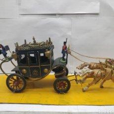 Juguetes antiguos y Juegos de colección: CARROZA REYES O NOBLES METÁLICA CON CABALLOS Y SOLDADOS DE PLOMO. Lote 166381017