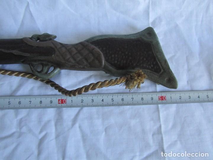 Juguetes antiguos y Juegos de colección: Escopeta pequeña de juguete. Metal y resina o plástico - Foto 15 - 167993208