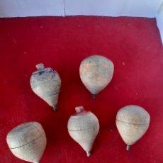 Juguetes antiguos y Juegos de colección: LOTE DE 5 PEONZAS DE MADERA. Lote 168952342