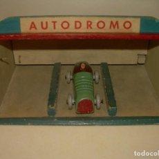 Juguetes antiguos y Juegos de colección: ANTIGUO Y BONITO JUGUETE DE MADERA....AUTODROMO.. Lote 169759000