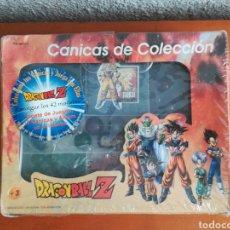 Juguetes antiguos y Juegos de colección: CAJA MALETÍN CANICAS DE COLECCIÓN DRAGON BALL Z - INCLUYE TAPETE BOLSA PORTA CANICAS Y ÁLBUM - GOKU. Lote 171432770
