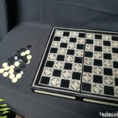 Juguetes antiguos y Juegos de colección: ESPECTACULAR JUEGO DE DAMAS Y BACKGAMMON HECHO CON MARQUETERÍA NÁCAR, HUESO, ÉBANO.... Lote 172719872