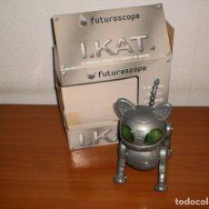Juguetes antiguos y Juegos de colección: IKAT. GATO ROBOT DE FUTUROSCOPE. BARCODE 000000204163. Lote 172934099