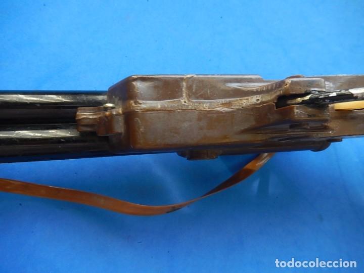 Juguetes antiguos y Juegos de colección: Escopeta de juguete tira corchos, plástico y metal. - Foto 12 - 172956190