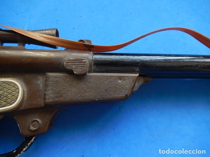 Juguetes antiguos y Juegos de colección: Escopeta de juguete tira corchos, plástico y metal. - Foto 17 - 172956190
