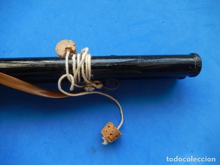 Juguetes antiguos y Juegos de colección: Escopeta de juguete tira corchos, plástico y metal. - Foto 19 - 172956190