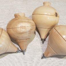 Juguetes antiguos y Juegos de colección: PEONZAS / TROMPOS / BALDUFES / LOTE DE 4 DE MADERA CON PUNTA DE HIERRO / NUEVAS.. Lote 178658370