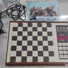 Juguetes antiguos y Juegos de colección: ANTIGUO JUEGO DE AJEDREZ ELECTRONICO CHESS CHALLENGER AÑOS 70. Lote 179951517