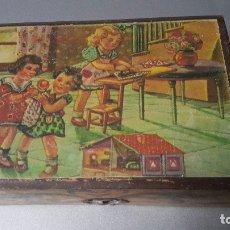 Juguetes antiguos y Juegos de colección: CAJA JOYERO INFANTIL DE MADERA CON ESPEJO INTERIOR. AÑOS 40-50. Lote 181985711
