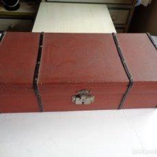 Juguetes antiguos y Juegos de colección: ANTIGUO BAUL-CUNA PARA MUÑECAS. Lote 182299133
