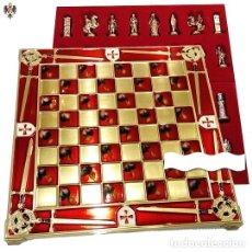 Juguetes antiguos y Juegos de colección: AJEDREZ TEMPLARIO MEDIEVAL + TABLERO ESMALTADO. 25 CMS. Lote 182379578