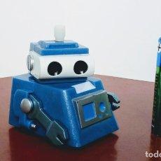 Juguetes antiguos y Juegos de colección: ROBOT CUERDA PLÁSTICO. FUNCIONANDO.. Lote 182640968