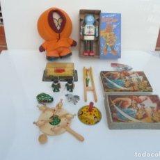Juguetes antiguos y Juegos de colección: 12 JUGUETES, PUZZLE ROMPECABEZAS ANTIGUO, ROBOT HOJALATA, COCHE Y OTROS. Lote 182766558