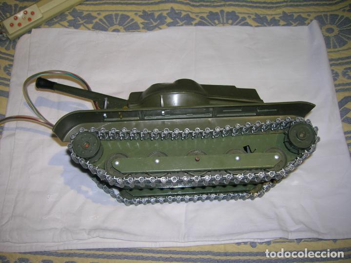 Juguetes antiguos y Juegos de colección: tanque de plastico y metal con mando y cable años 70 marca clim fabricado en españa - Foto 2 - 183699031