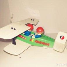 Juguetes antiguos y Juegos de colección: AVIONETA FAMOBIL PEGASO IBERIA 1977 + 2 MUÑECOS. Lote 191810876