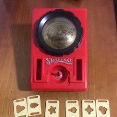 Juguetes antiguos y Juegos de colección: SKEDOODLE DE MADEL. HASBRO 1980 PIZARRA EN ESFERA PARA DIBUJAR. Lote 192096093