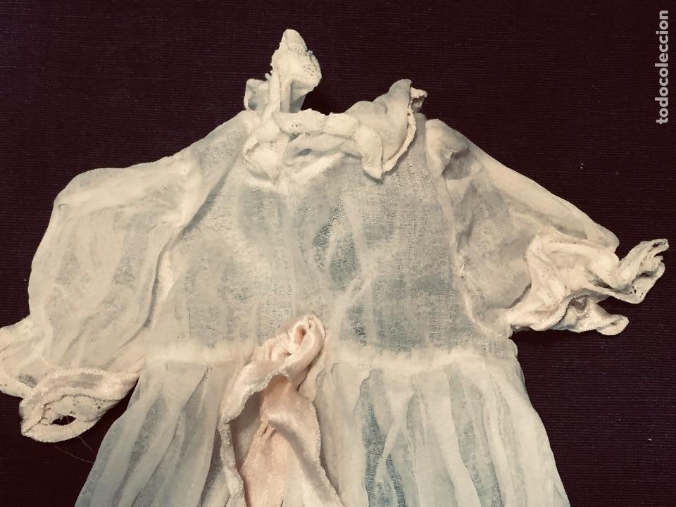 Juguetes antiguos y Juegos de colección: vestido largo gasa tul bebe cristianar puntilla lazo corchete trasero francia españa F S XIX 37x30cm - Foto 2 - 192986822