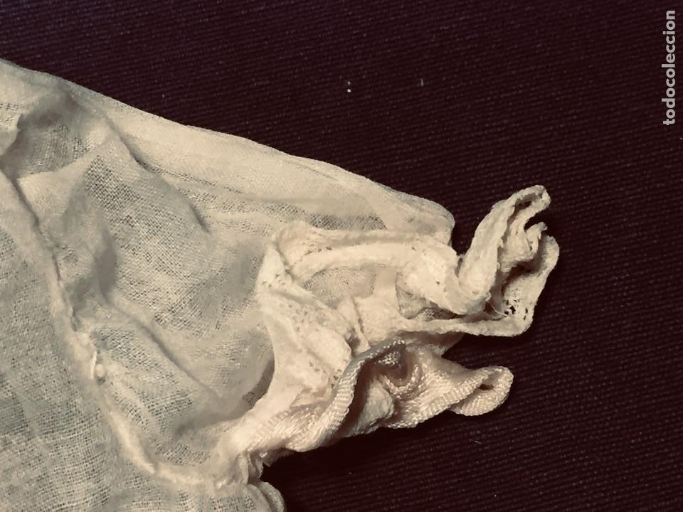 Juguetes antiguos y Juegos de colección: vestido largo gasa tul bebe cristianar puntilla lazo corchete trasero francia españa F S XIX 37x30cm - Foto 3 - 192986822