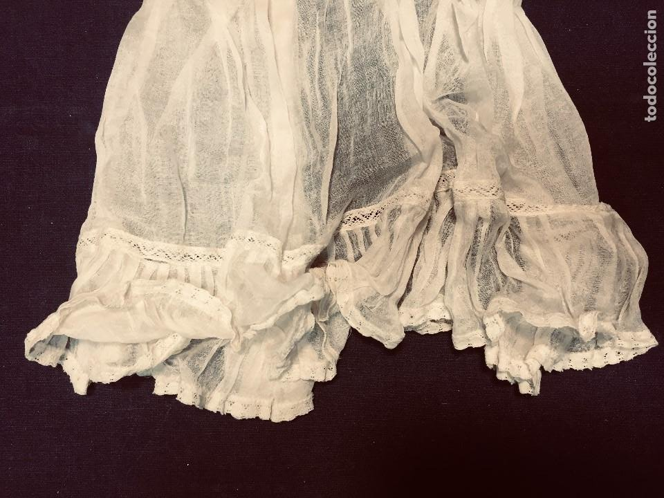 Juguetes antiguos y Juegos de colección: vestido largo gasa tul bebe cristianar puntilla lazo corchete trasero francia españa F S XIX 37x30cm - Foto 6 - 192986822