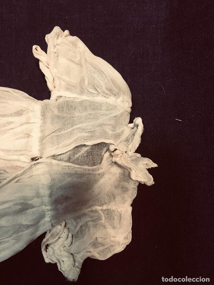 Juguetes antiguos y Juegos de colección: vestido largo gasa tul bebe cristianar puntilla lazo corchete trasero francia españa F S XIX 37x30cm - Foto 9 - 192986822