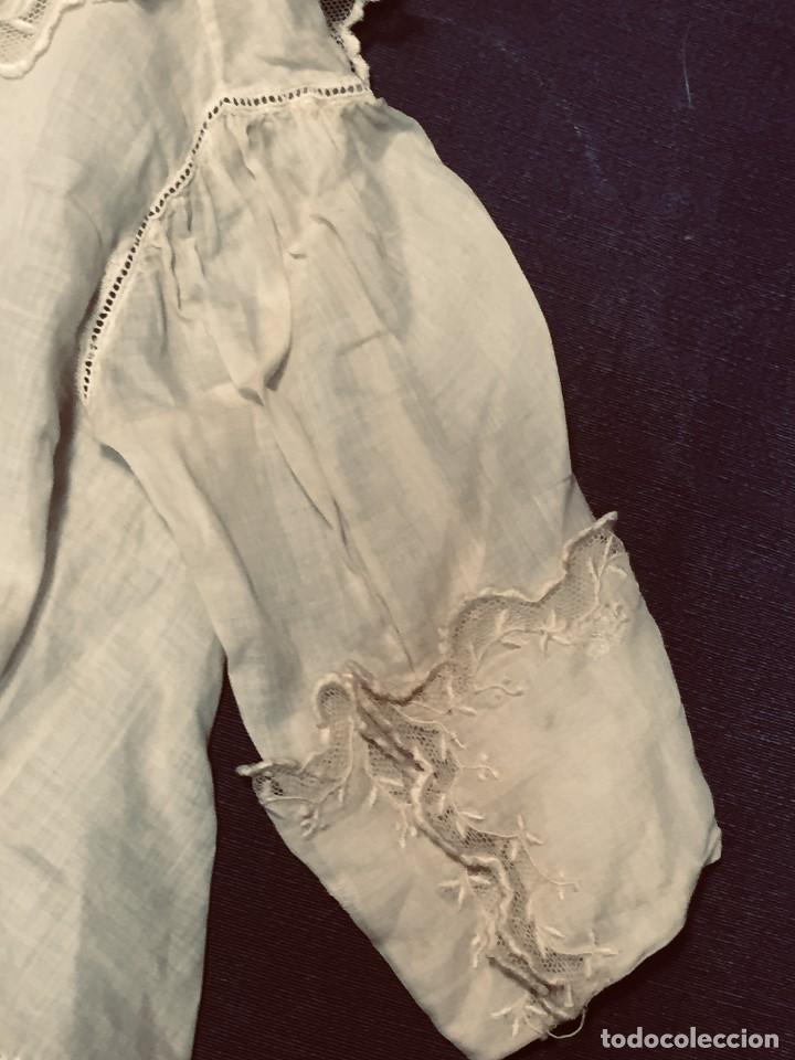 Juguetes antiguos y Juegos de colección: vestido blusa gasa tul puntilla bordado motivos florales boton francia españa F S XIX 28x23cm - Foto 5 - 193018343