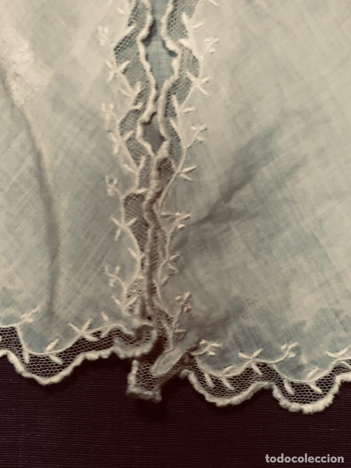 Juguetes antiguos y Juegos de colección: vestido blusa gasa tul puntilla bordado motivos florales boton francia españa F S XIX 28x23cm - Foto 14 - 193018343