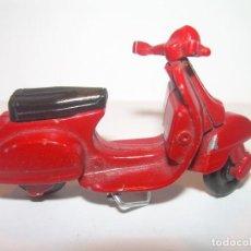 Juguetes antiguos y Juegos de colección: ANTIGUA MOTO VESPA METALICA.. Lote 193072522