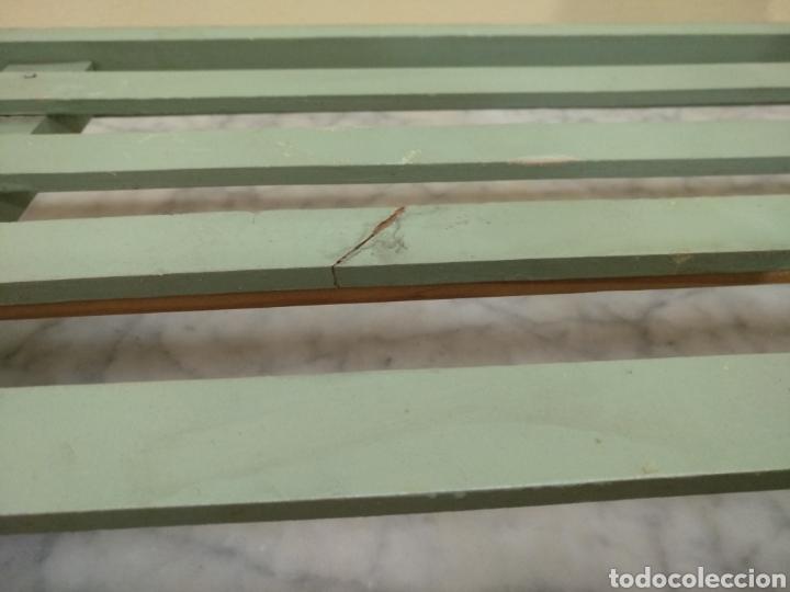 Juguetes antiguos y Juegos de colección: Antigua cama de madera para muñeca. 62cm x 34cm - Foto 7 - 193389480