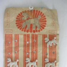 Juguetes antiguos y Juegos de colección: EXPOSITOR CON SEIS ALFILERES IMPERDIBLES DE LA PERRITA MARILIN AÑOS 60. Lote 194310242