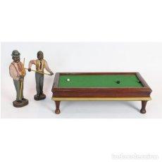 Juguetes antiguos y Juegos de colección: BILLAR INGLÉS EN MINIATURA CON PERSONAJES, AÑOS 60.. Lote 194498683