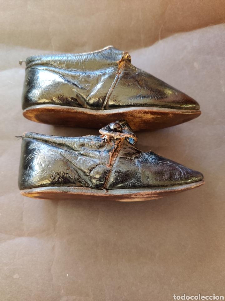 Juguetes antiguos y Juegos de colección: Zapatos antiguos de piel para muñeca, talla 17 - Foto 2 - 194876117