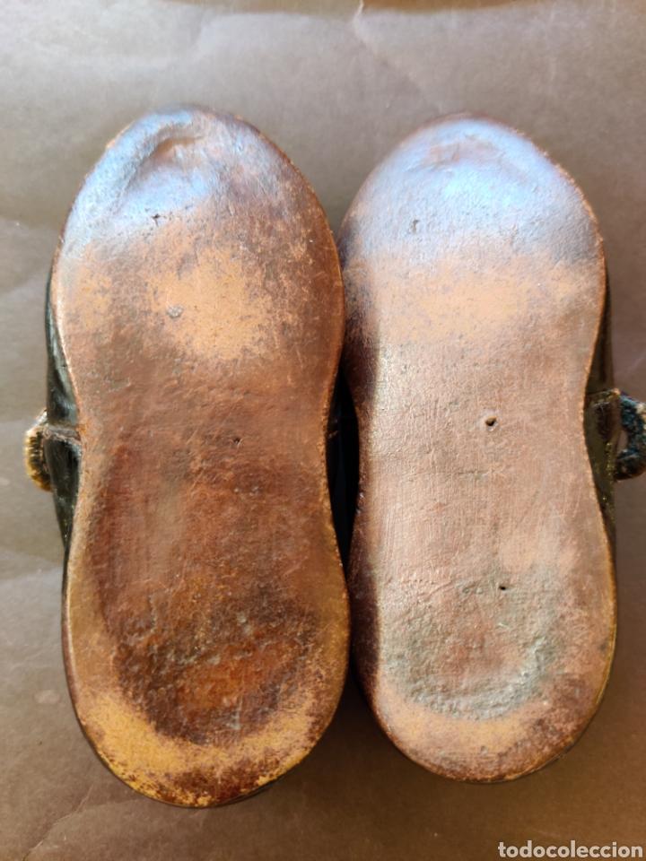 Juguetes antiguos y Juegos de colección: Zapatos antiguos de piel para muñeca, talla 17 - Foto 4 - 194876117