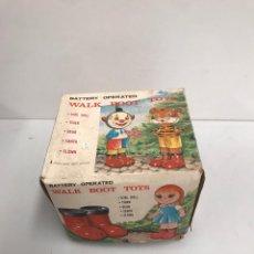 Juguetes antiguos y Juegos de colección: WALK BOOT TOYS. Lote 194895692