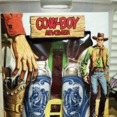 Juguetes antiguos y Juegos de colección: COW BOY REVOLVERA Y SOS PISTOLAS, JUGUETES YELU SIN ESTRENAR . Lote 194978246