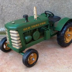 Juguetes antiguos y Juegos de colección: TRACTOR AGRICOLA VERDE, LATA, APE365. Lote 195153181