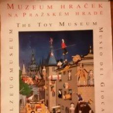 Juguetes antiguos y Juegos de colección: CARTEL DEL MUSEO DE JUGUETE MUZEUM HRACEK DE PRAGA BUEN ESTADO 60X84 ORIGINAL. Lote 195407898